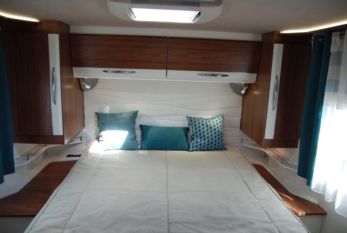 https://www.reicartech.de/wp-content/uploads/2018/05/camping-car-integral-lit-central-pilote-G740C-chambre-5.jpg